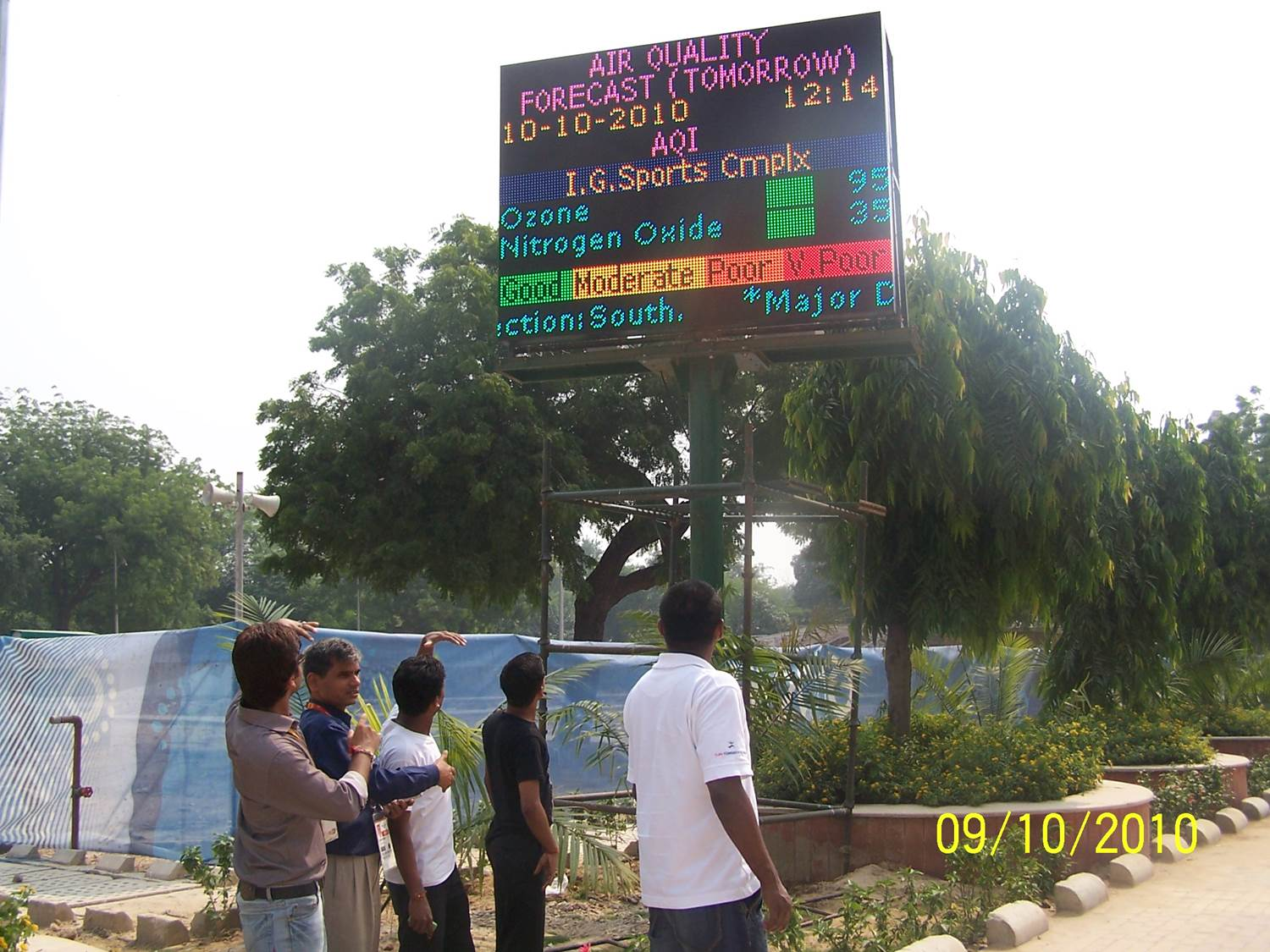 Live information panel showing air quality, with the SAFAR project supported by GURME