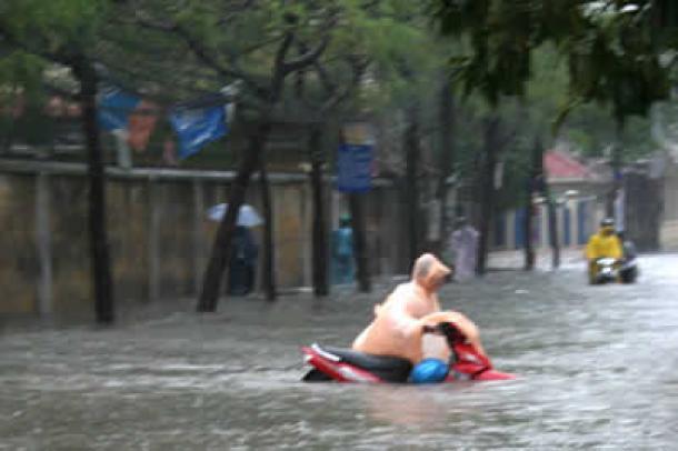 Flooding in Hanoi after heavy rain. Photo by Tin247