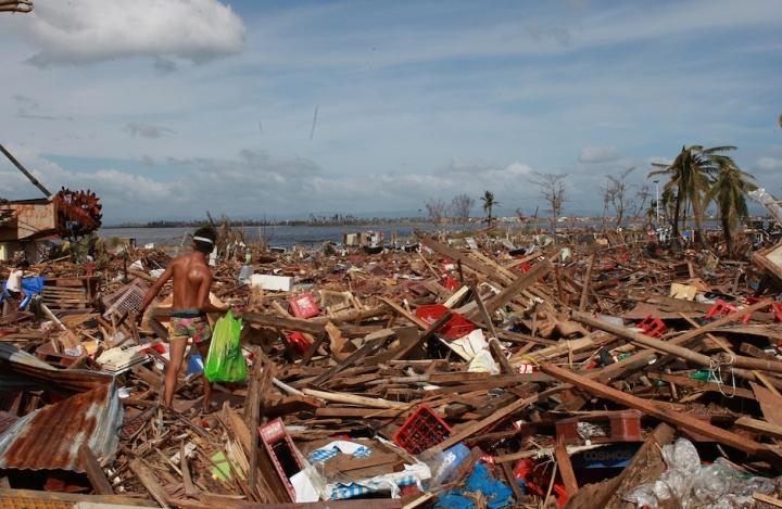 Philippines after Haiyan, Nov 2013 © UNICEF, Jeoffrey Maitem