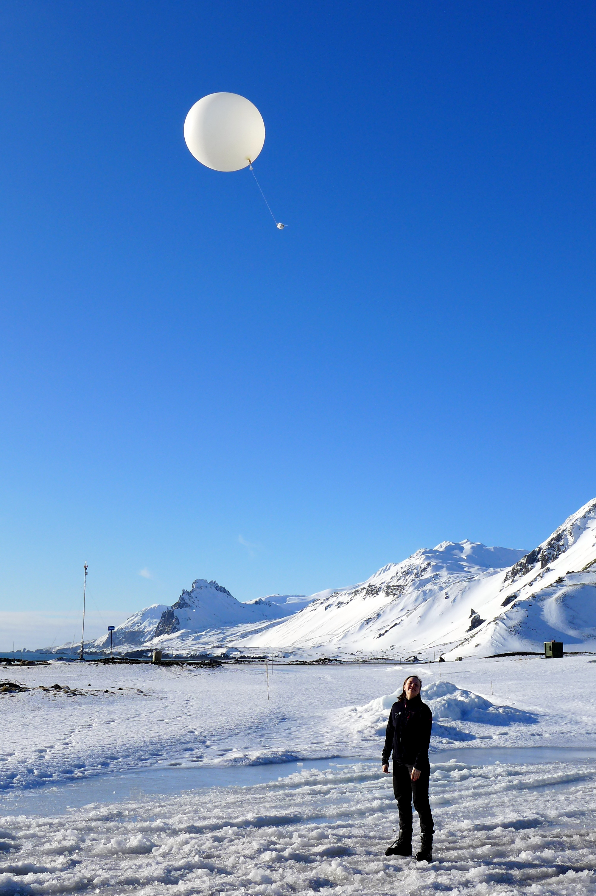 A weather balloon launch at the meteorological station of the Norwegian island Jan Mayen (Picture: Vera Lund)