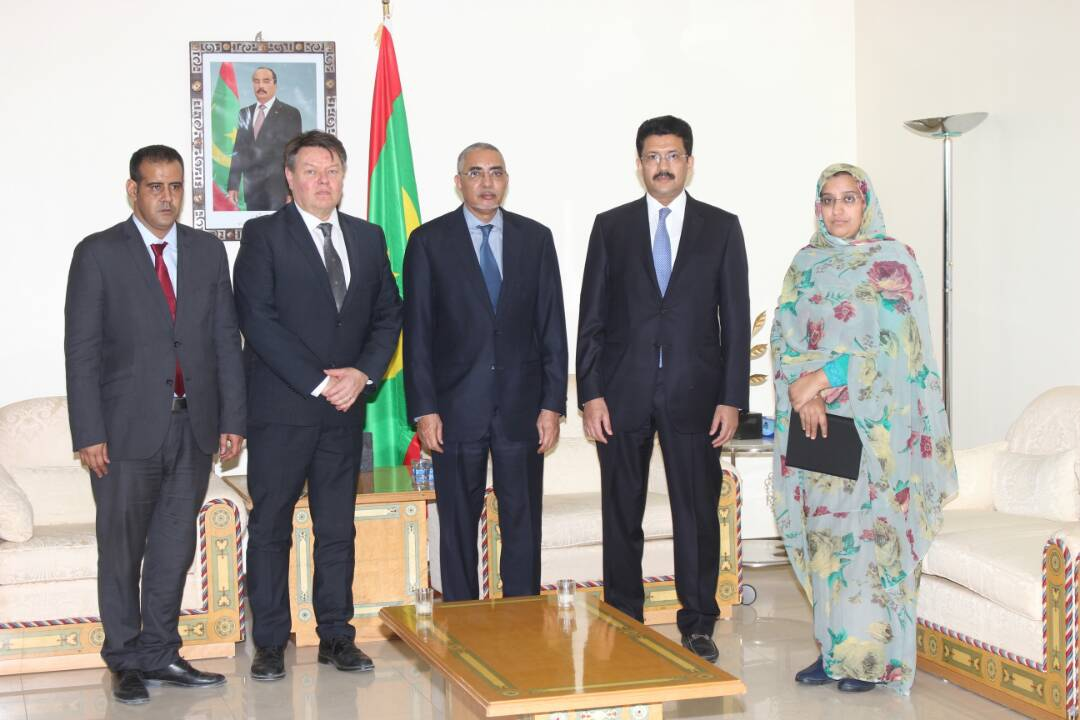WMO SG P. Taalas with the Prime Minister of the Islamic Republic of Mauritania, Y. Ould Hademine