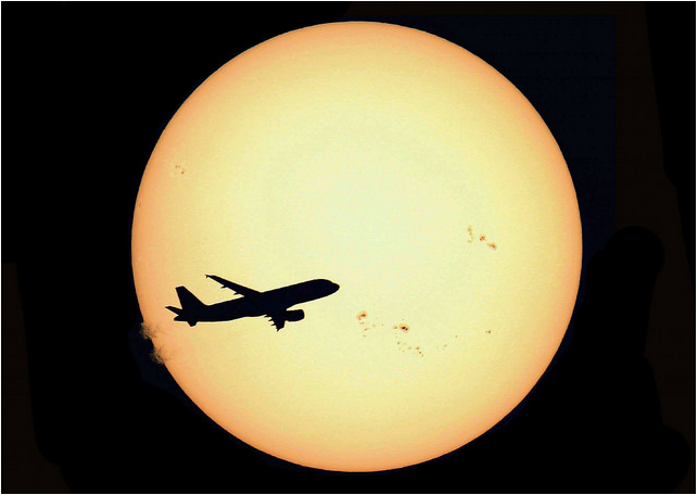 """Airliner and Sun Country"" by S. Lebrigand"