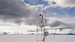 Antarctic extreme temperature record evaluation