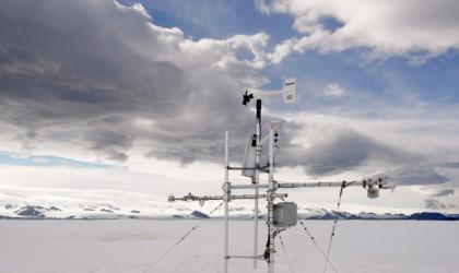 Antarctic extreme temperature record evaluation
