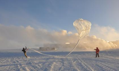Launching an ozonesonde at the Amundsen Scott station at the South Pole