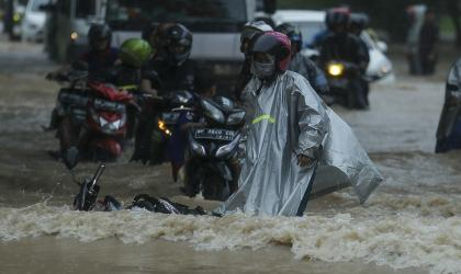 Indonesia floods by Teguh Prihatna