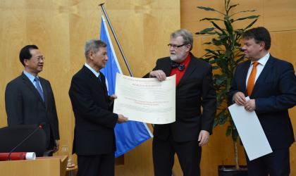 Prof Zeng Qingcun  Receives IMO Award