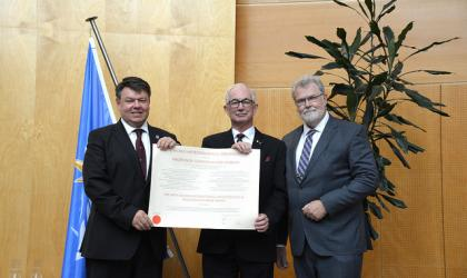 IMO prize to Gordon McBean of Canada - WMO Photo/M. Debray