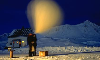 Launch of an ozone sonde in Ny-Ålesund, Spitzbergen. Photo credit: AWI.