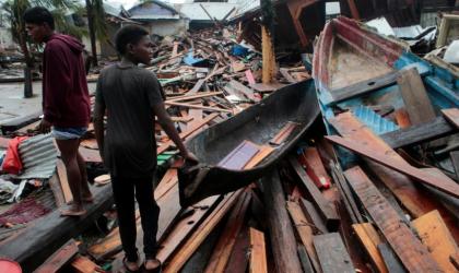 Des résidents regardent les restes d'une maison après le passage de l'ouragan Iota, le 17 novembre 2020 au Niacaragua.  — © REUTERS/Oswaldo Rivas